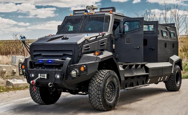 03_Canadian-Armored-Cars-INKAS-Huron-APC