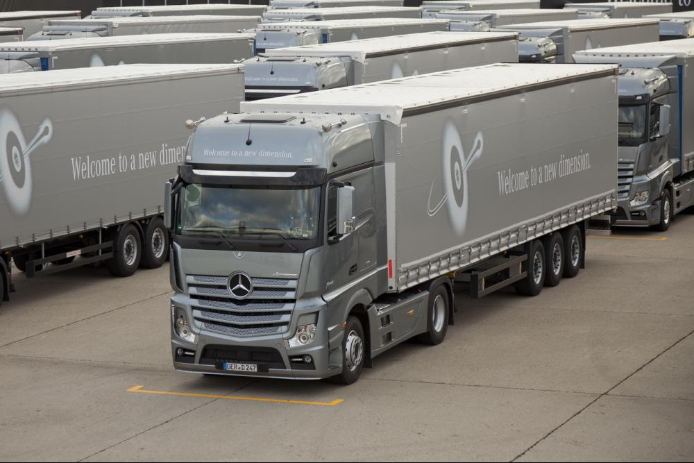 the-new-actros-heavy-duty-truck-the-mercedes-benz-among-trucks.jpg